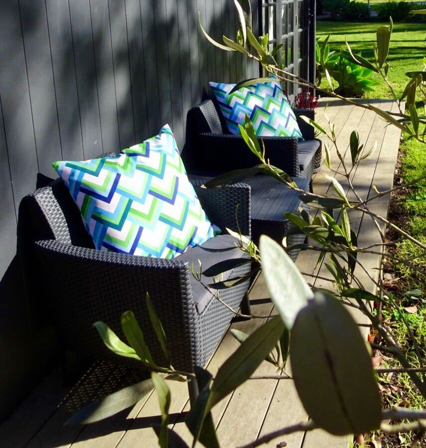 Chill on your front deck and feel the warmth of the morning sun. Relax and breathe in the country air